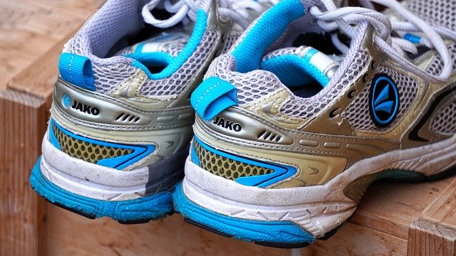 sports-shoes-4510638_640